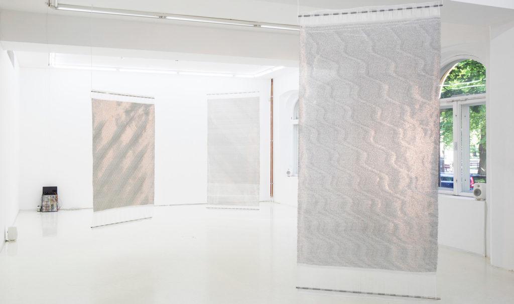 Bildet viser utstillingen RD2-5DXA-4DXF- av Pearla Pigao fra 2019 foto: Jussi Tianinen