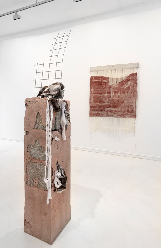 Bilder av Siren Elise Dversnes Dahle sin utstilling Silent Drift på SOFT galleri
